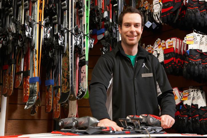 スキーショップの店員のイメージ