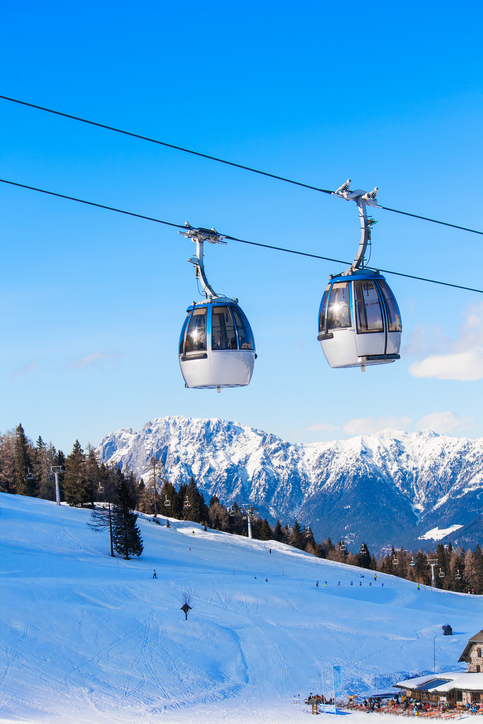 雪山のゴンドラのイメージ画像