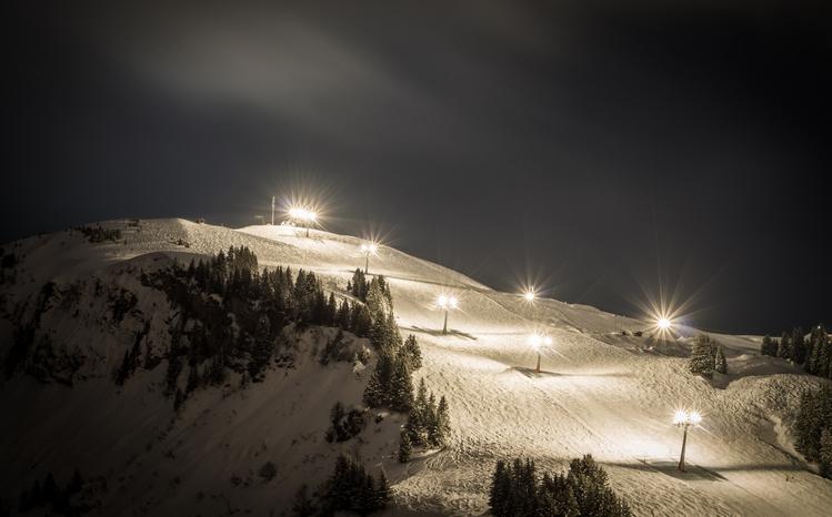 ナイターのスキー場