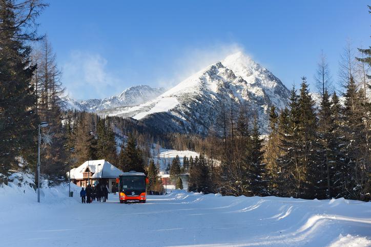 雪山のバス
