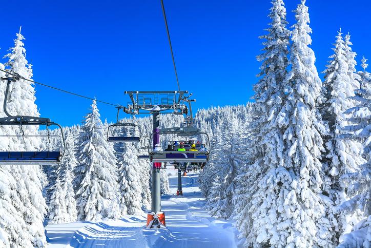 雪山のリフト