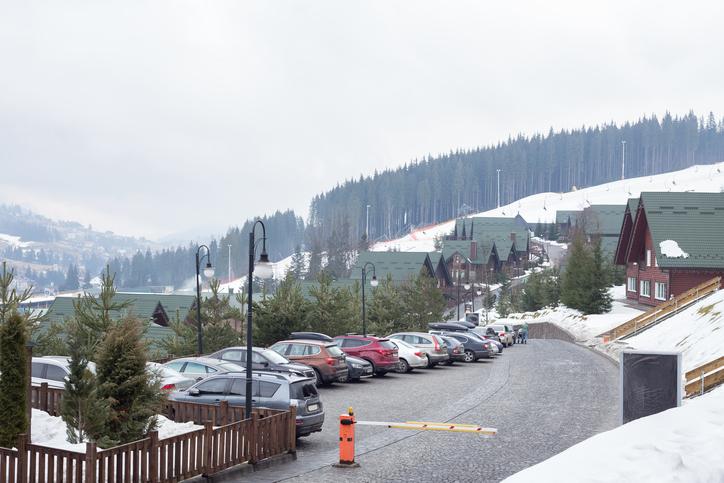 雪山の駐車場