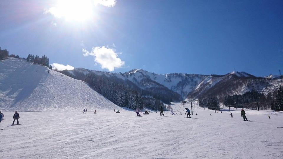 日中の神立高原スキー場の様子