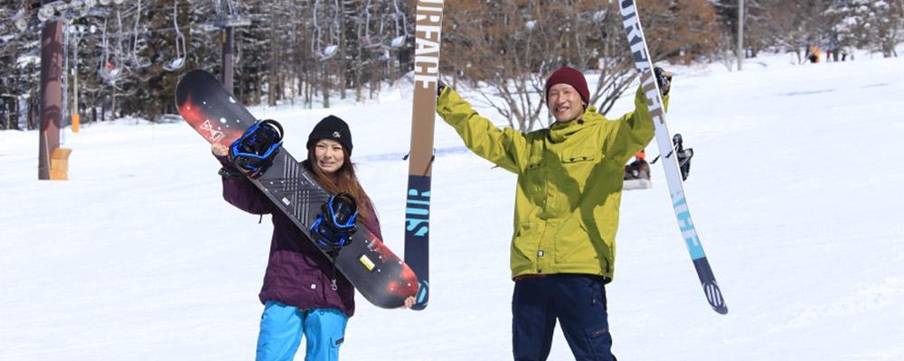 スキー場で遊ぶ人