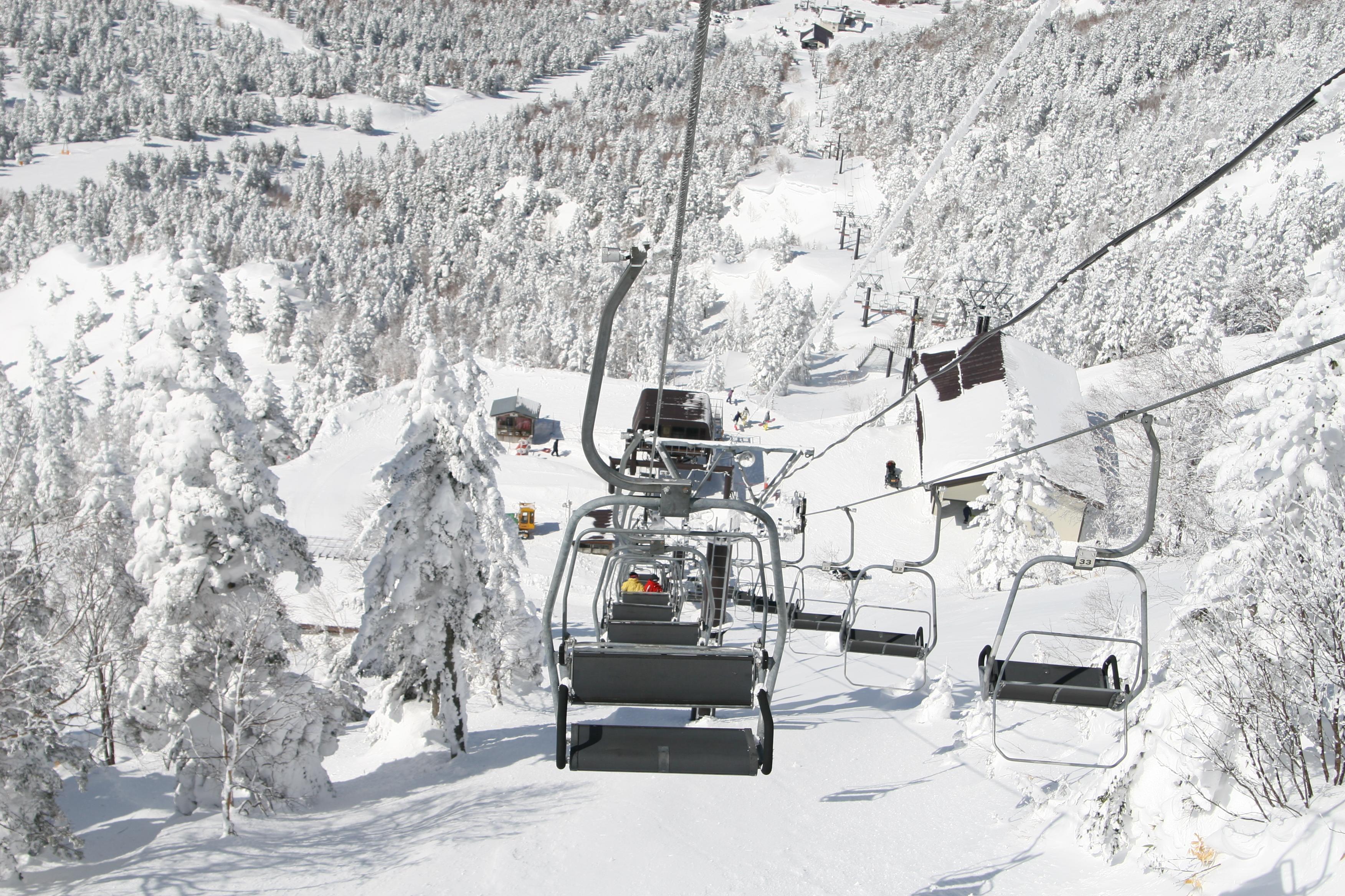 スキー場のリフト
