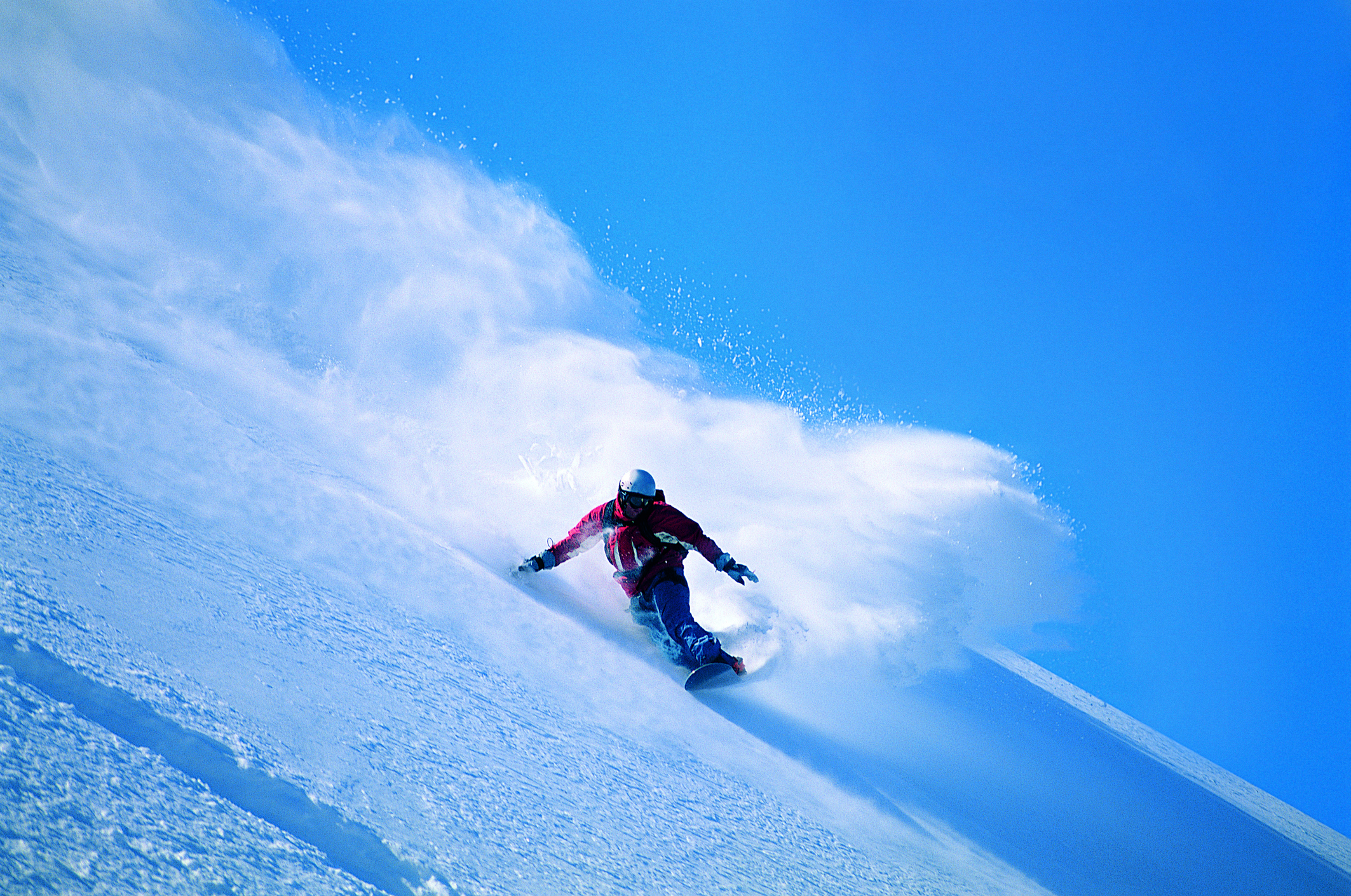 スキー場でスノーボードする様子