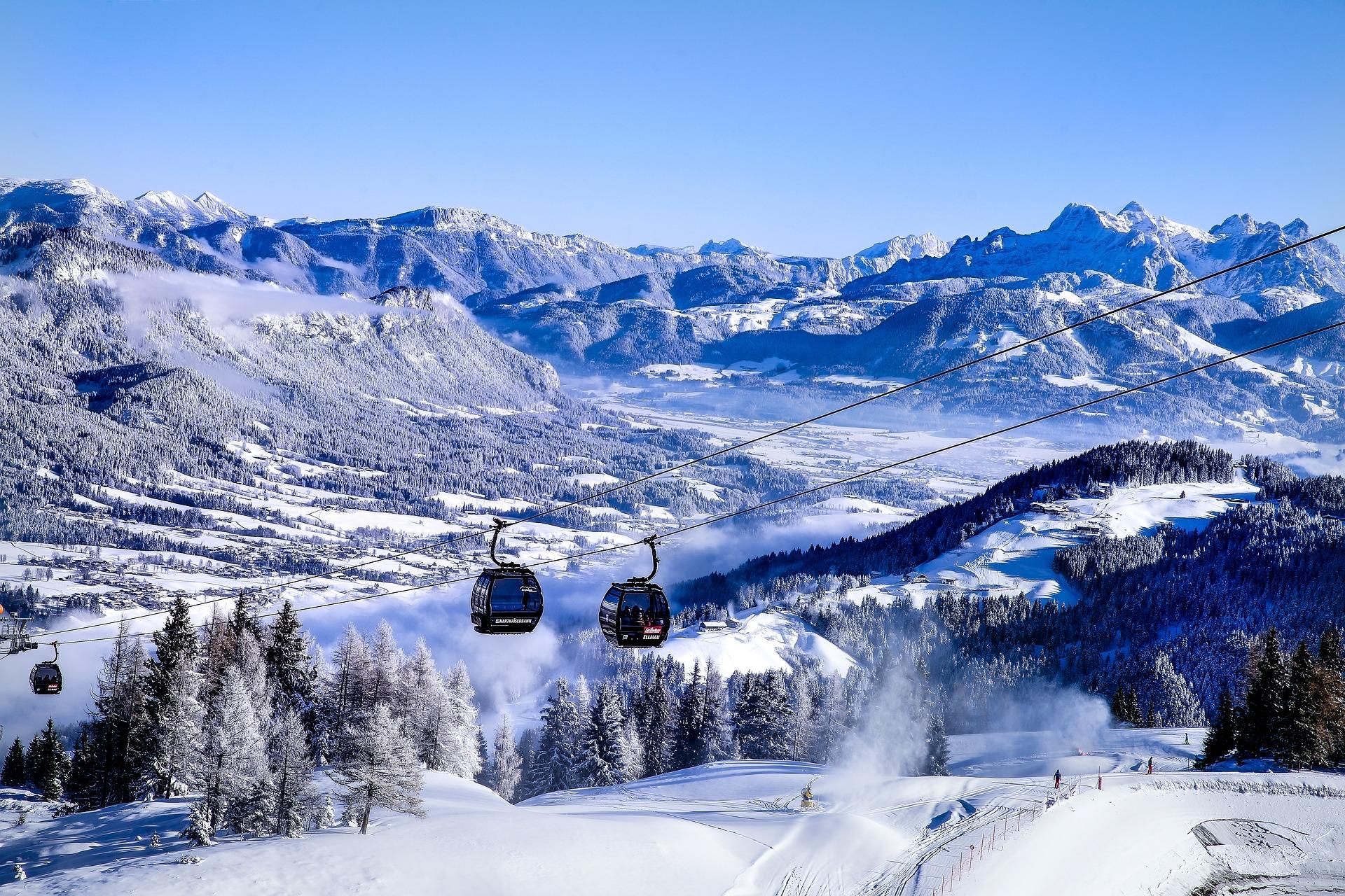 https://pixabay.com/ja/オーストリア-チロル-ellmau-山-雪-ゴンドラ-パノラマ-3872979/