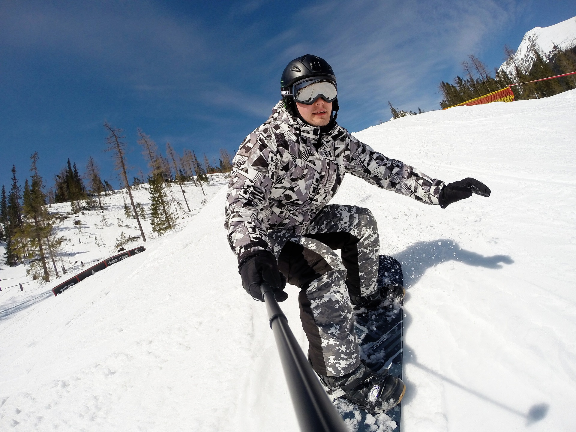 https://pixabay.com/ja/冬-雪-スノーボード-山地-スキー-878727/
